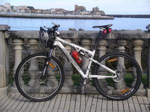 Descubre rutas para realizar en bicicleta de montaña para vivir Castro Urdiales de otra manera