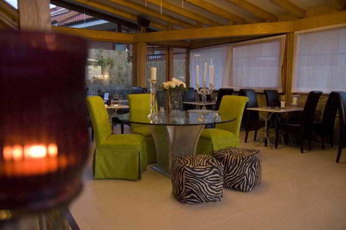 Zona de estar en el Hotel AguaViva Spa, situado en la zona del Alto de la Loma, desde dónde se obtienen unas maravillosas panorámicas de la ciudad de Castro Urdiales