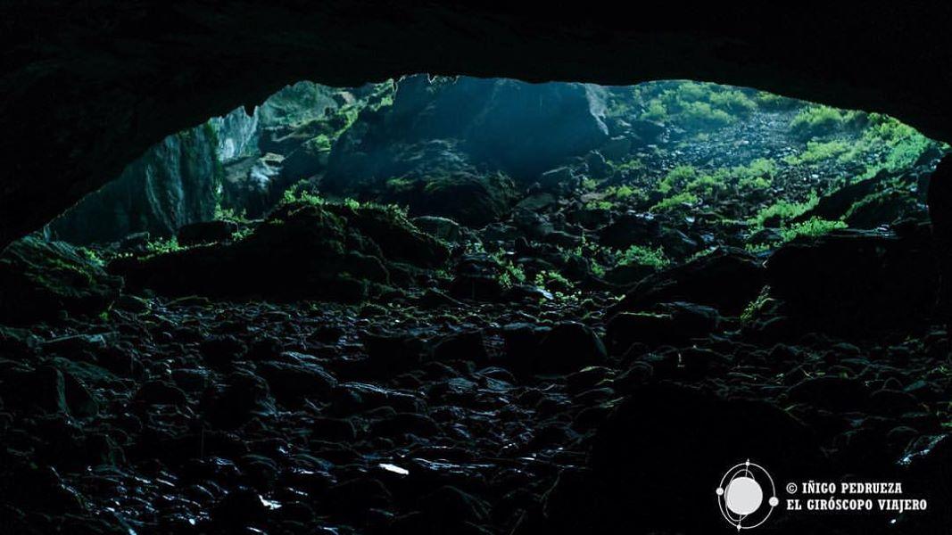 """Entrada de la cueva de """"la Cubilla"""".©Iñigo Pedrueza."""