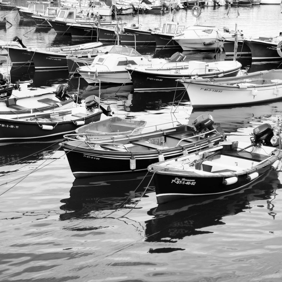 Botes en el puerto más viejo de Castro. ©Iñigo Pedrueza.